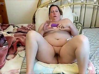 Fat milf giving herself an orgasm using a hitachi