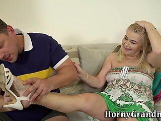 Mature cougar gets licked and fucked