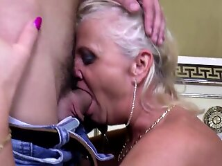 Home boy fucks sweet mature mom